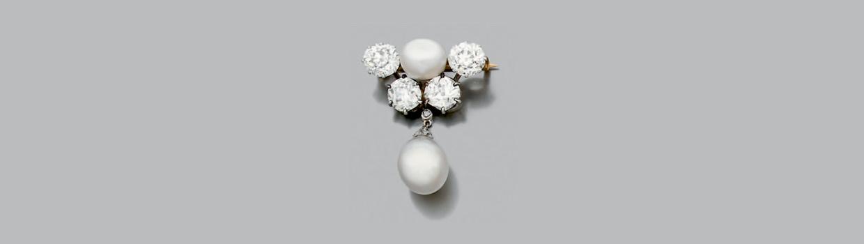 Broche en or 750 millièmes ornée d'une perle fine bouton